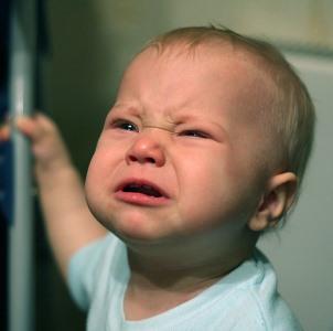 Слезы у ребенка фото